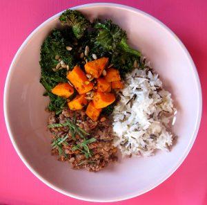 glow-bowl kale-salat linsen-crumble no 1 copyright by julia wunderlich