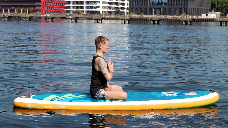 SUP Yoga Berlin – Padmasana