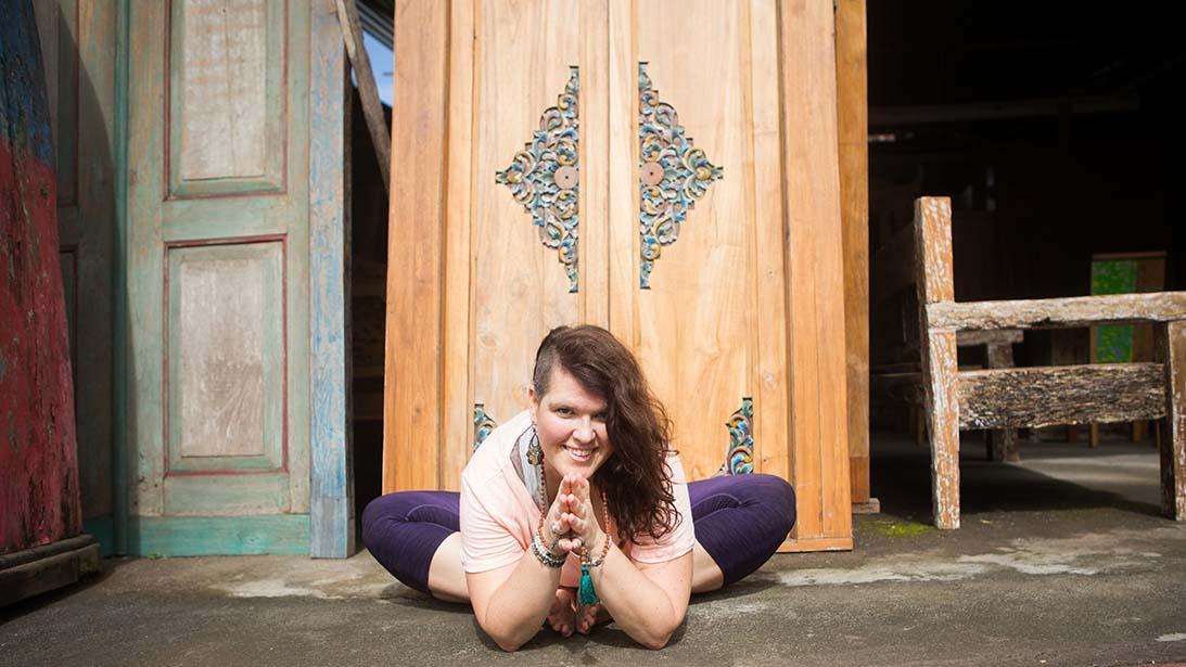 Britta-Kimpel_Embodied-Flow-Yoga-Ausbildung_Fuck-Lucky-Go-Happy