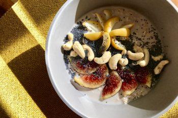 Powerpaket: Orient-Porridge mit frischen Datteln