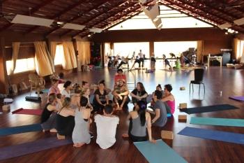 Alles, was du über das Jivamukti Teacher Training wissen musst