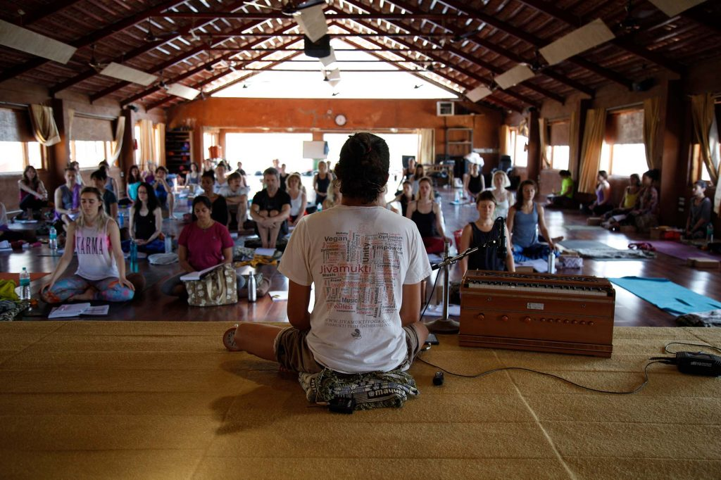 Alles, was du über das Jivamukti Teacher Training wissen musst (+Erfahrungsbericht)
