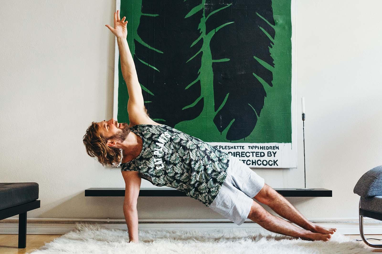 yoga kleidung für männer: das sind die besten outfits