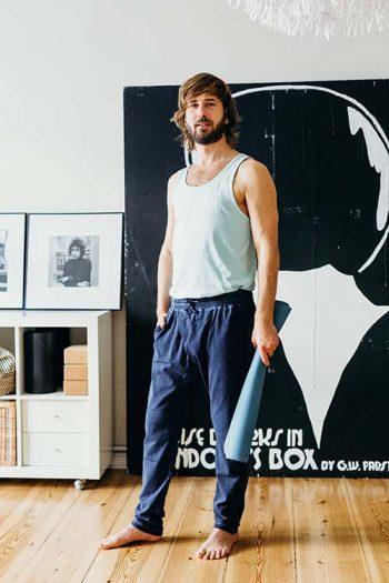 Yogadudes: Das sind die besten Yoga-Outfits für Männer 1