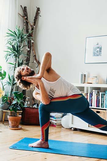 Yogadudes: Das sind die besten Yoga-Outfits für Männer 4