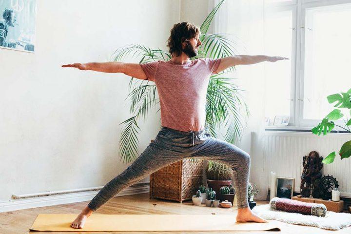 Yogadudes: Das sind die besten Yoga-Outfits für Männer