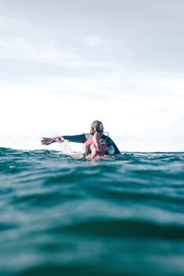 Das sind die besten Surf- und Yogareisen 2018