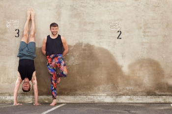 Das sind die besten Yoga-Outfits für Männer 9