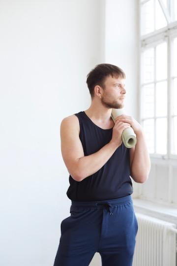 Das sind die besten Yoga-Outfits für Männer 5