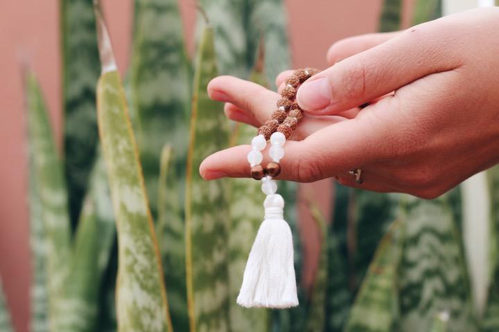 Mit der Malakette meditieren: So geht Japa Mala 2
