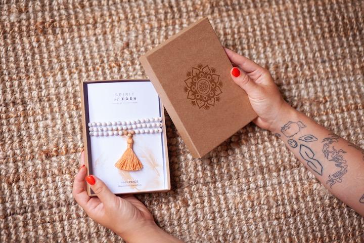 Mit der Malakette meditieren: So geht Japa Mala 5