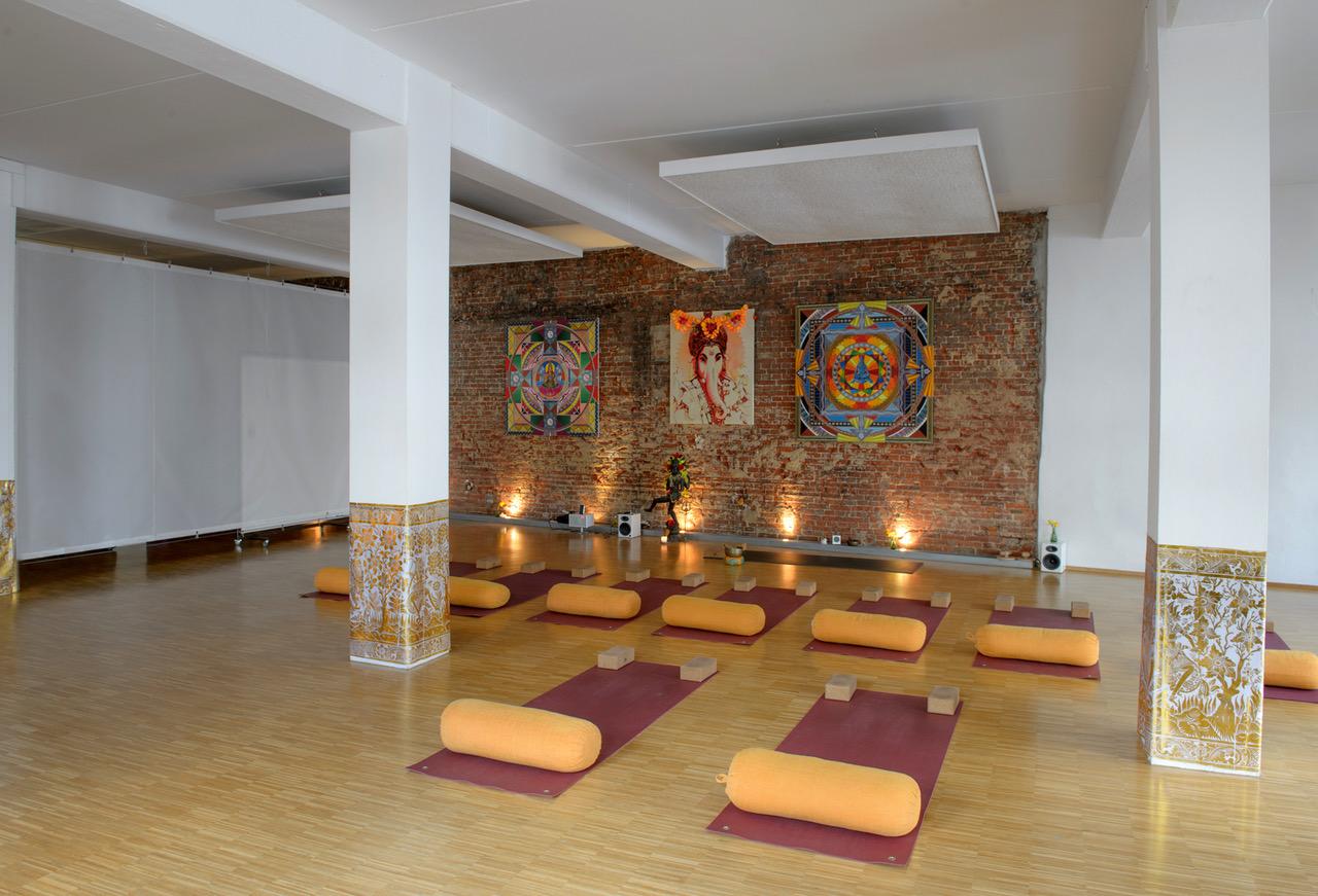 yoga in hamburg die 10 besten studios der stadt. Black Bedroom Furniture Sets. Home Design Ideas