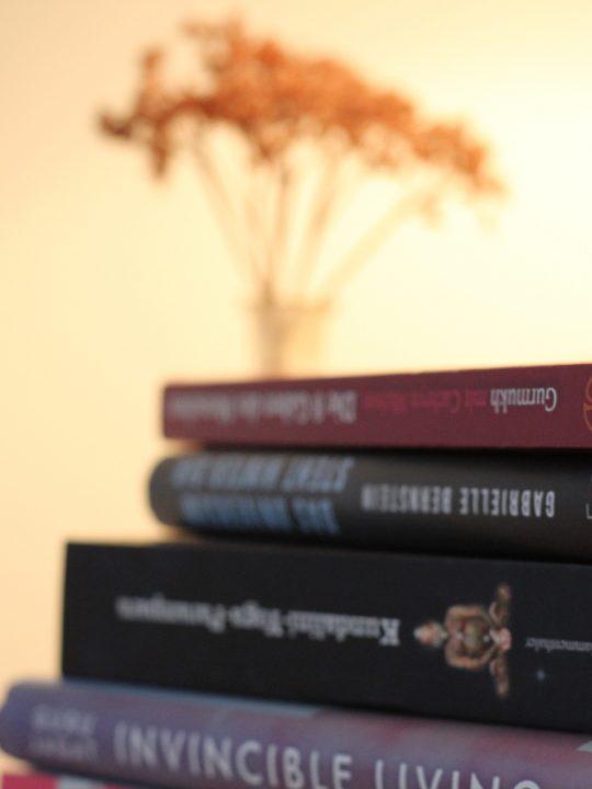 Bookspiration: Diese Kundalini Yoga Bücher solltest du kennen