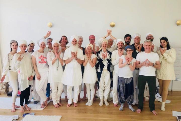 Kundalini Yoga Ausbildung mit Panch Nishan Kaur Khalsa in Berlin 2