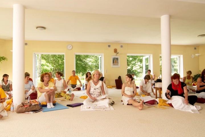 Yoga Vidya: In 4 Wochen, 2 oder 3 Jahren Yogalehrer werden