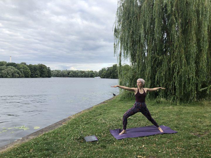 Outdoor-Yoga: Tipps für Praxis im Grünen + die besten Locations 3