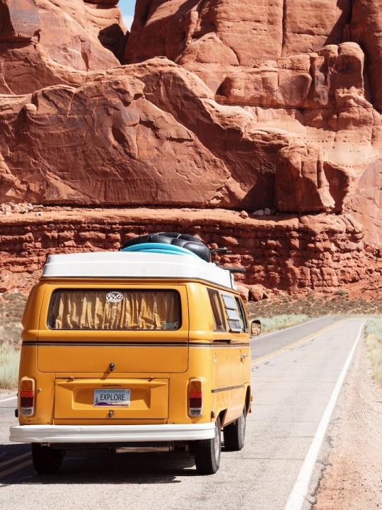 Reisen ohne fliegen: 3 Reisedokus, die du kennen solltest