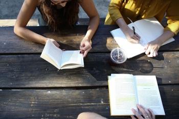 Schreib dich frei: Warum Yoga und Schreiben perfekt zusammenpassen