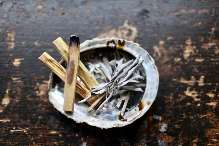 Der kleine Räucher-Guide: So nutzt du Räucherwerk für Rituale 5