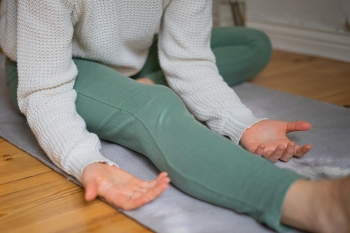 Yin Yoga Tutorial: 30-Minuten-Sequenz für den Winter