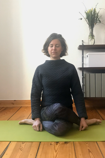 Yin Yoga Tutorial: 30-Minuten-Sequenz für den Frühling
