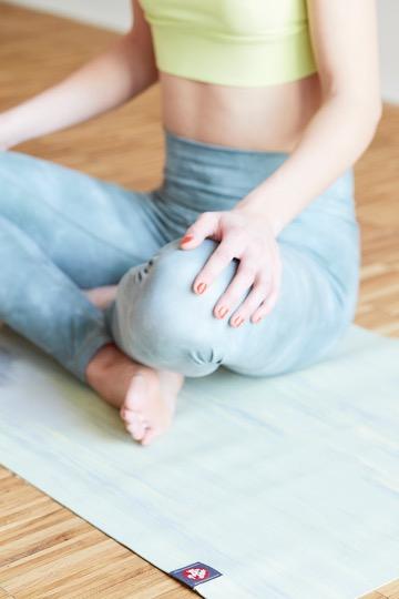 Julia auf Manduka im Yogamattentest