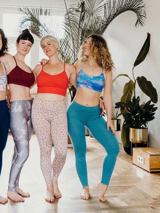 Yoga Kleidung: Das trägst du zur Praxis 20