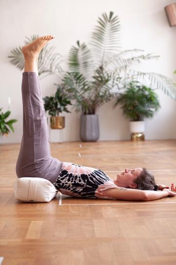 Yoga Kleidung: Das trägst du zur Praxis 3