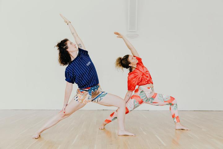 Yoga Kleidung: Das trägst du zur Praxis 5