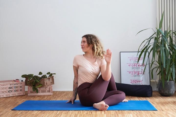 Mental Health Yoga II: Ein Flow für psychische Stärke 9
