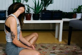 Traumasensitives Yoga: Wie der Yogastil dich stärken kann