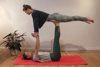 Acro-Yoga: Zwischen Yoga, Akrobatik und Thai-Massage 4