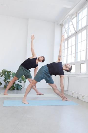 Das sind die besten Yoga-Outfits für Männer 10