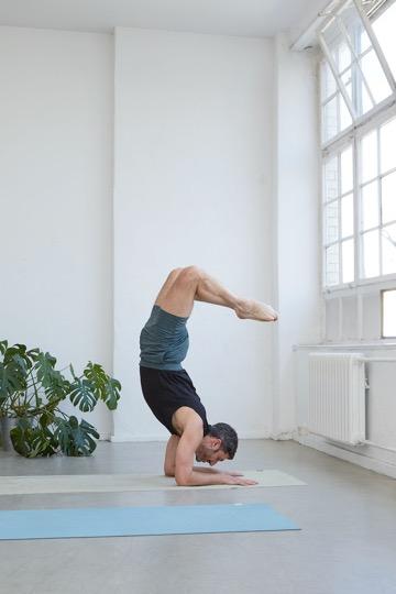 Das sind die besten Yoga-Outfits für Männer 11