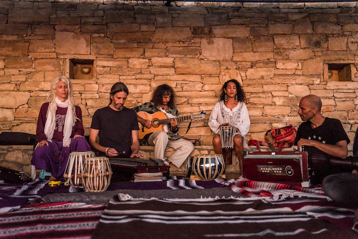 Retreat light, dive deep: Der Jivamukti Ashram auf Kreta